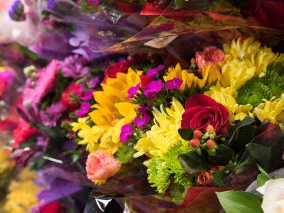 Rouses flowers in sleeves