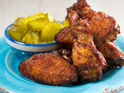 Rouses fried chicken wings with pickles